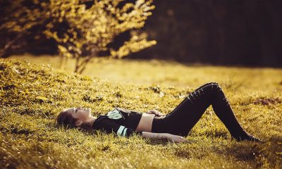 girl-lying-on-the-grass-1741487_1280