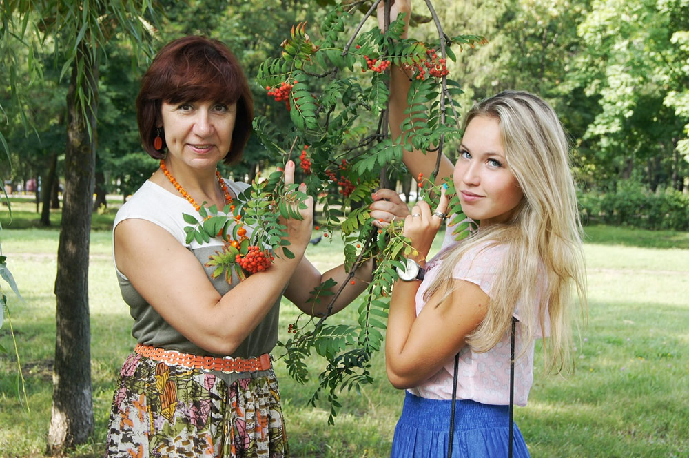 mom-and-daughter-864123_1280